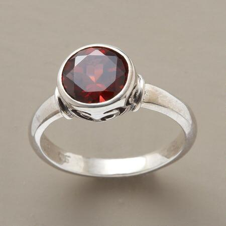 BRILLIANT-CUT GARNET RING