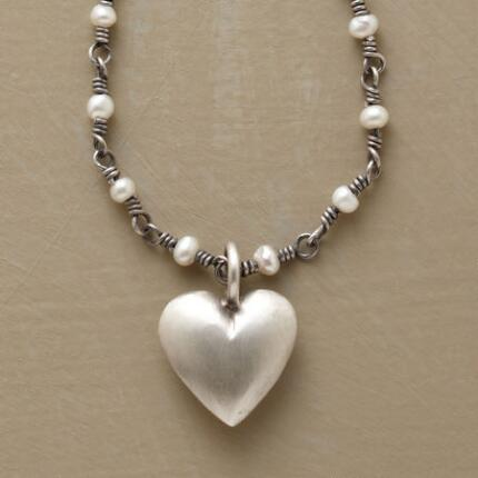 This heart pendant and pearl necklace makes an elegantly endearing statement.
