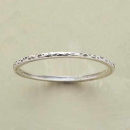 THREAD THIN HAMMERED BAND RING