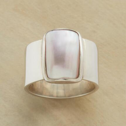 BLUSHING MABE RING