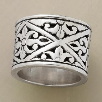 CASBAH BAND RING