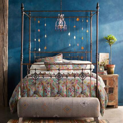 GRAND TOUR CANOPY BED