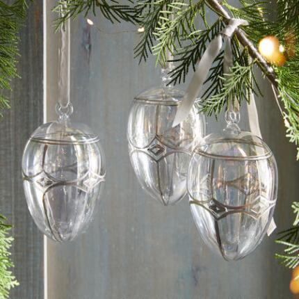 EGG OF GLASS ORNAMENT