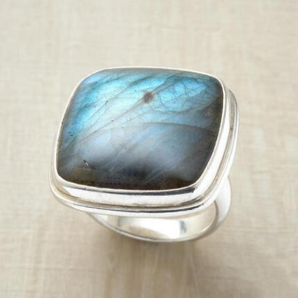 A labradorite cocktail ring that will light up your look with its flashes of blue.