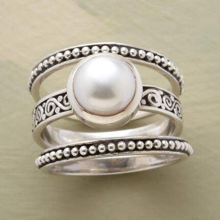 Ornate yet classic, this is a button pearl ring set you will cherish forever.