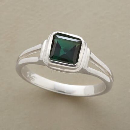 A true classic, you'll find yourself wearing this green quartz square ring to every occasion.