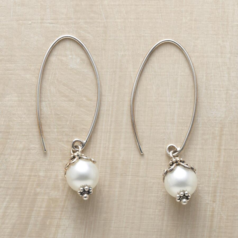 SHELL PEARL HOOP EARRINGS