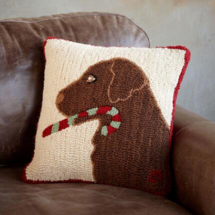 SANTA LAB HOOKED PILLOW