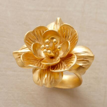 Abloom with radiance, this golden lotus band ring will bring any outfit to life.