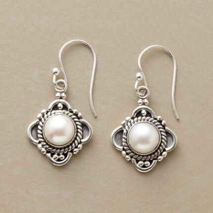 PEARL PORTRAIT EARRINGS