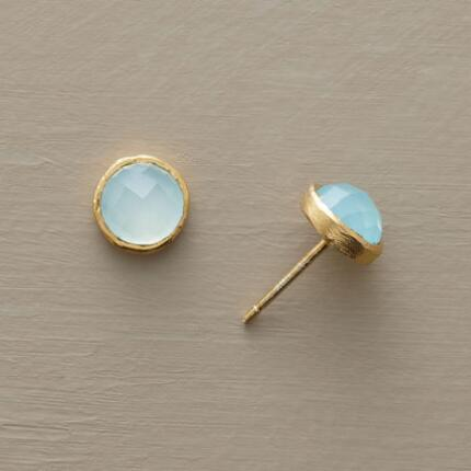 These chalcedony and vermeil stud earrings evoke an oceanic serenity.