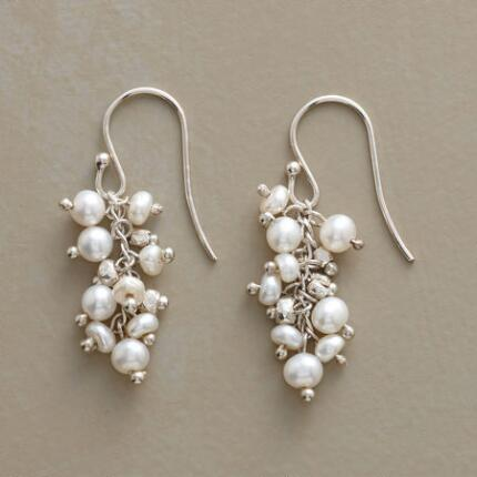 COMPETITIVE PEARL EARRINGS