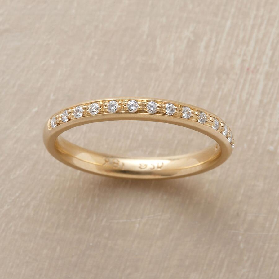 SINGLE ROW YELLOW GOLD PAVé DIAMOND RING