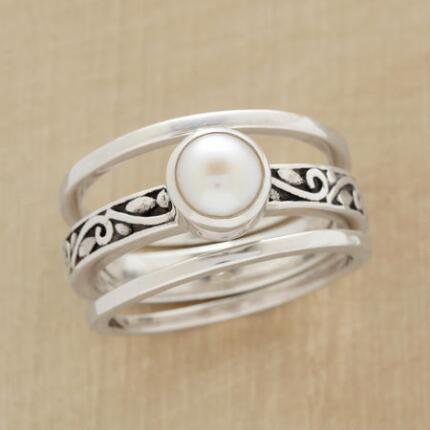 A graceful silver & pearl three-ring set perfect for everyday wear.