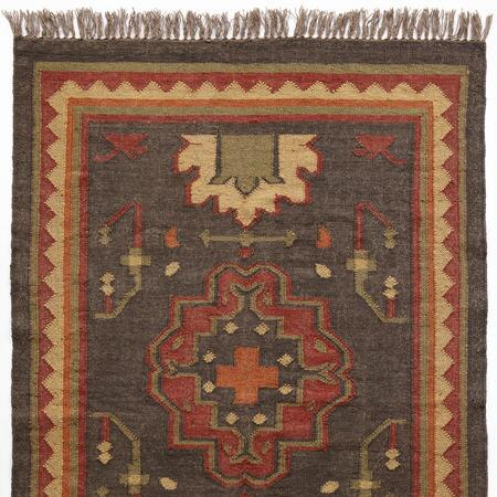 Set a sophisticated tone with this handsome wool and jute dhurrie rug.