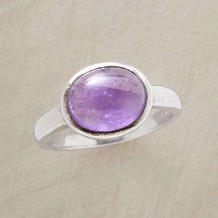 Its pretty purple hue and a simple design make this oval cabochon amethyst ring a new classic.