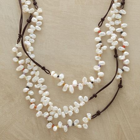 LIVELY PEARL NECKLACE