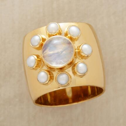 PEARL MOONS RING