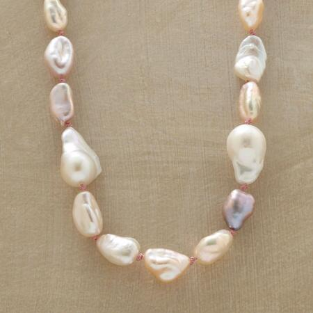 PEEKABOO PEARL NECKLACE