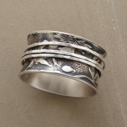 This eye-catching silver bands spinner ring is classic yet unique.