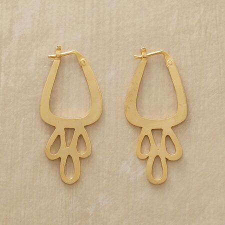 With an elegantly organic shape, these Jane Diaz iconic teardrop earrings are simply unique.