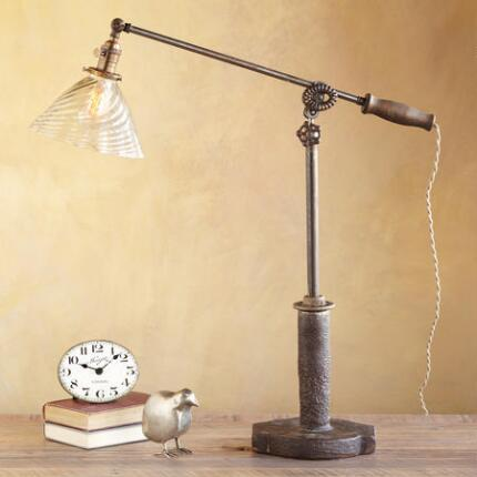 GLASS SCALLOPED SHADE LAMP