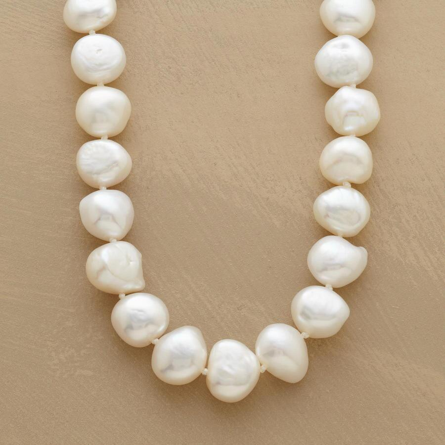 INDIVIDUALIST PEARL NECKLACE