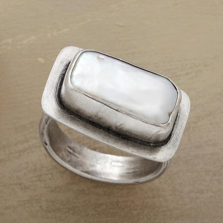 POPUP PEARL RING
