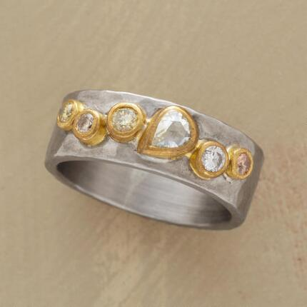 An 18kt white gold & diamonds ring that collects timeless elements in a dynamic design.