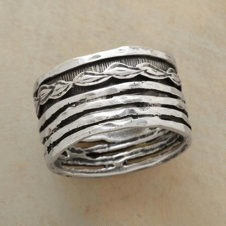 LAUREL SPINNER RING