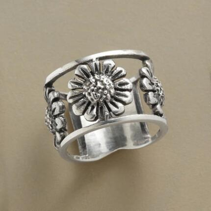 The shining floral bursts of this sterling silver sunflowers ring will brighten your world.