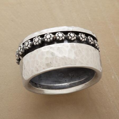 DAISY CHAIN SPINNER RING