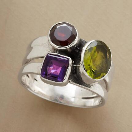 Add this circles & square ring to your outfit and watch see a captivating look take shape.