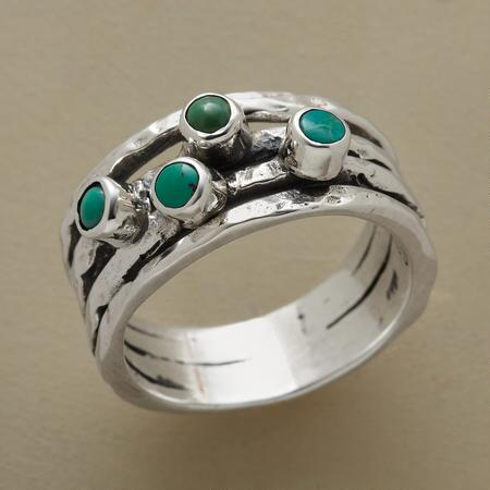 A green turquoise abundance ring with a lavish design that draws attention.