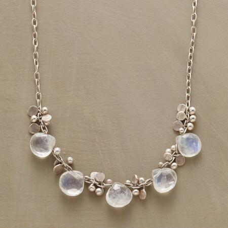 LIGHT RAIN NECKLACE