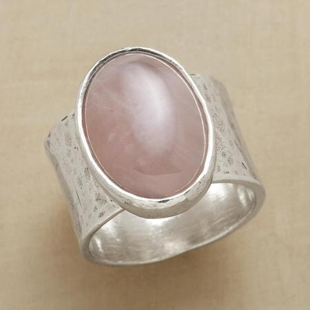 LOVES GLOW RING