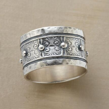 COLONNADE RING