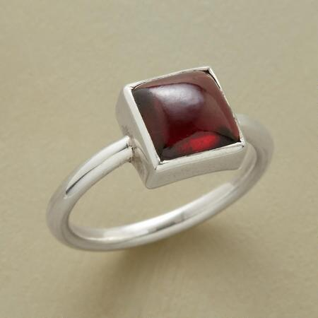 GARNET CARRE SOLITAIRE RING