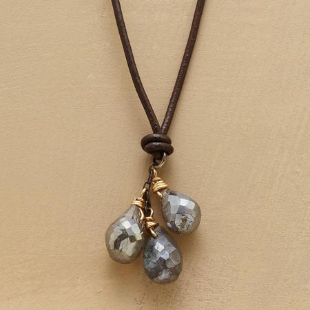 This labradorite teardrops necklace glitters with bewitching beauty.