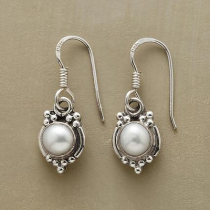 Peer into these freshwater pearl mirror earrings, and you'll see nothing but beauty.