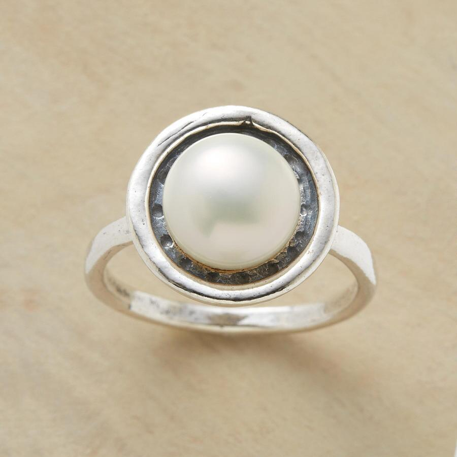 POLKA DOT PEARL RING