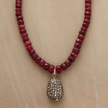 This sumptuous diamond and ruby rondelle necklace possesses an unparalleled, understated glamour.