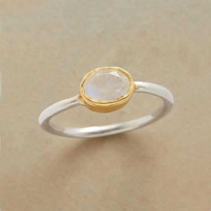With a classic design and glowing jewel, this rainbow moonstone moondrop ring delivers everyday glamour.