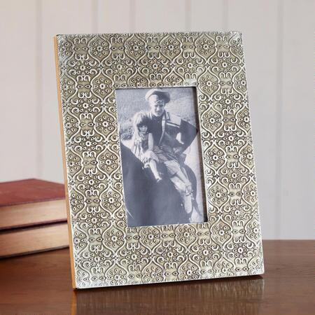 EMBOSSED METAL 4X6 FRAME