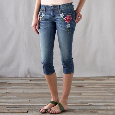 ROSE EMBROIDERED CAPRIS JEANS