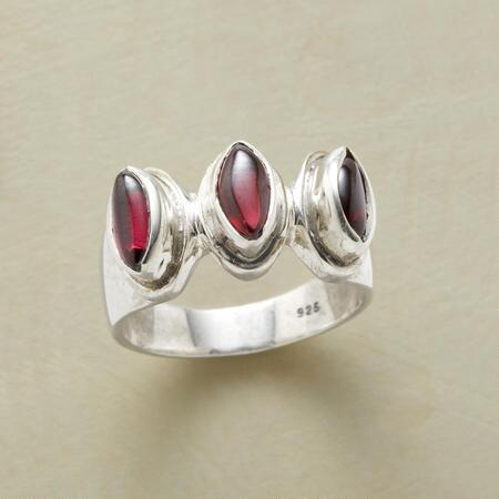 ROYAL GARNET TRIO RING