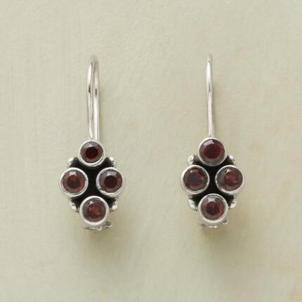 QUATREFOIL GARNET EARRINGS