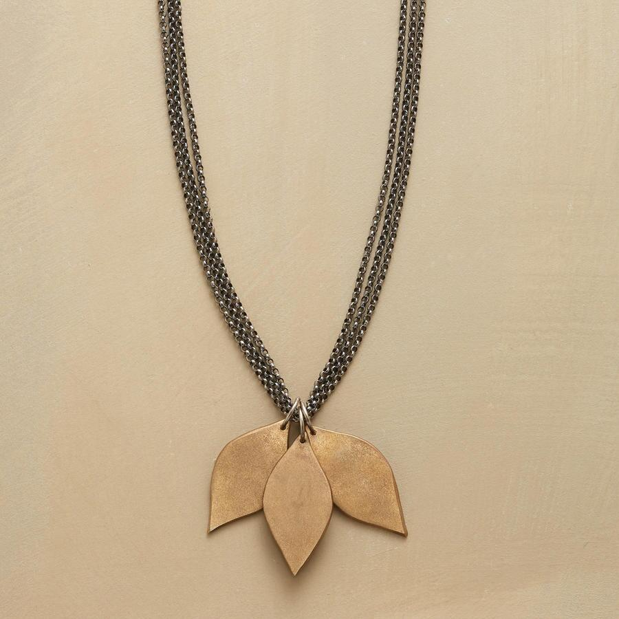 ETERNAL LEAVES NECKLACE