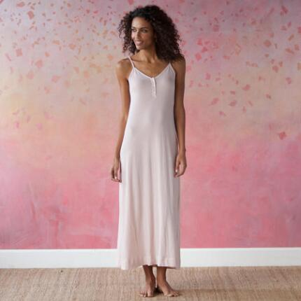 ORGANIC COTTON GO-ANYWHERE GOWN