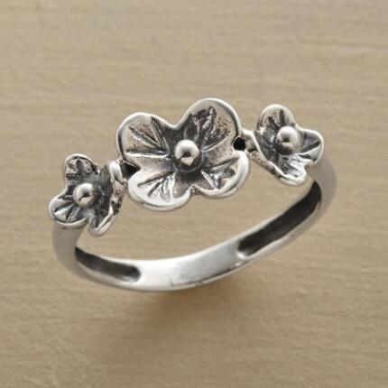 Like a lovely little arrangement ever abloom, this sterling silver flowers ring elicits good cheer.